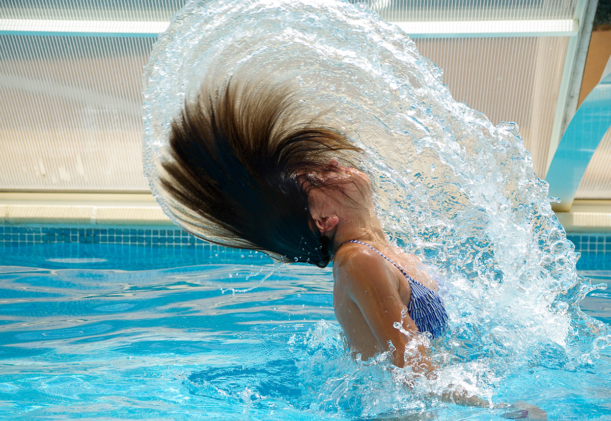 pool hair, chlorine, protect hair from chlorine, how does chlorine effect my hair, green hair